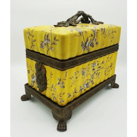 Caixa porta-joias amarela